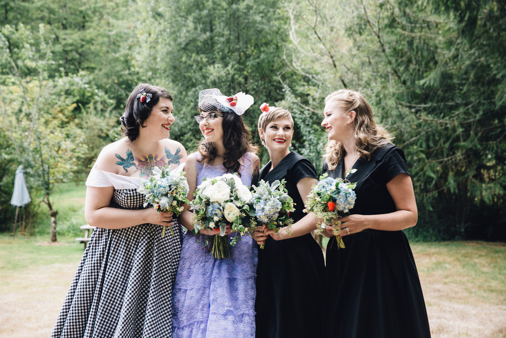 Lynzee and bridal party  Photographer:   Myles Katherine Photography