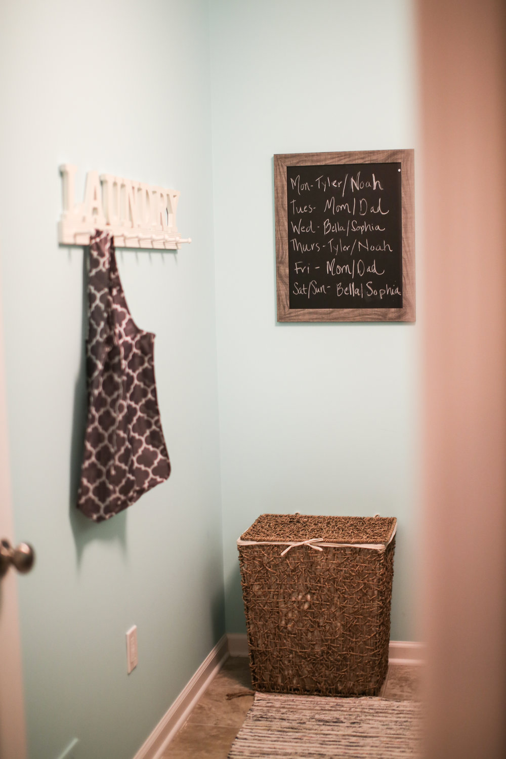 Is it time for a laundry room makeover but you don't even know where to begin? Decorating your laundry room doesn't have to be difficult! Come and see my laundry room makeover that makes me want to be in my laundry room. It is so cute!! And the best part? It was super simple and super cheap!