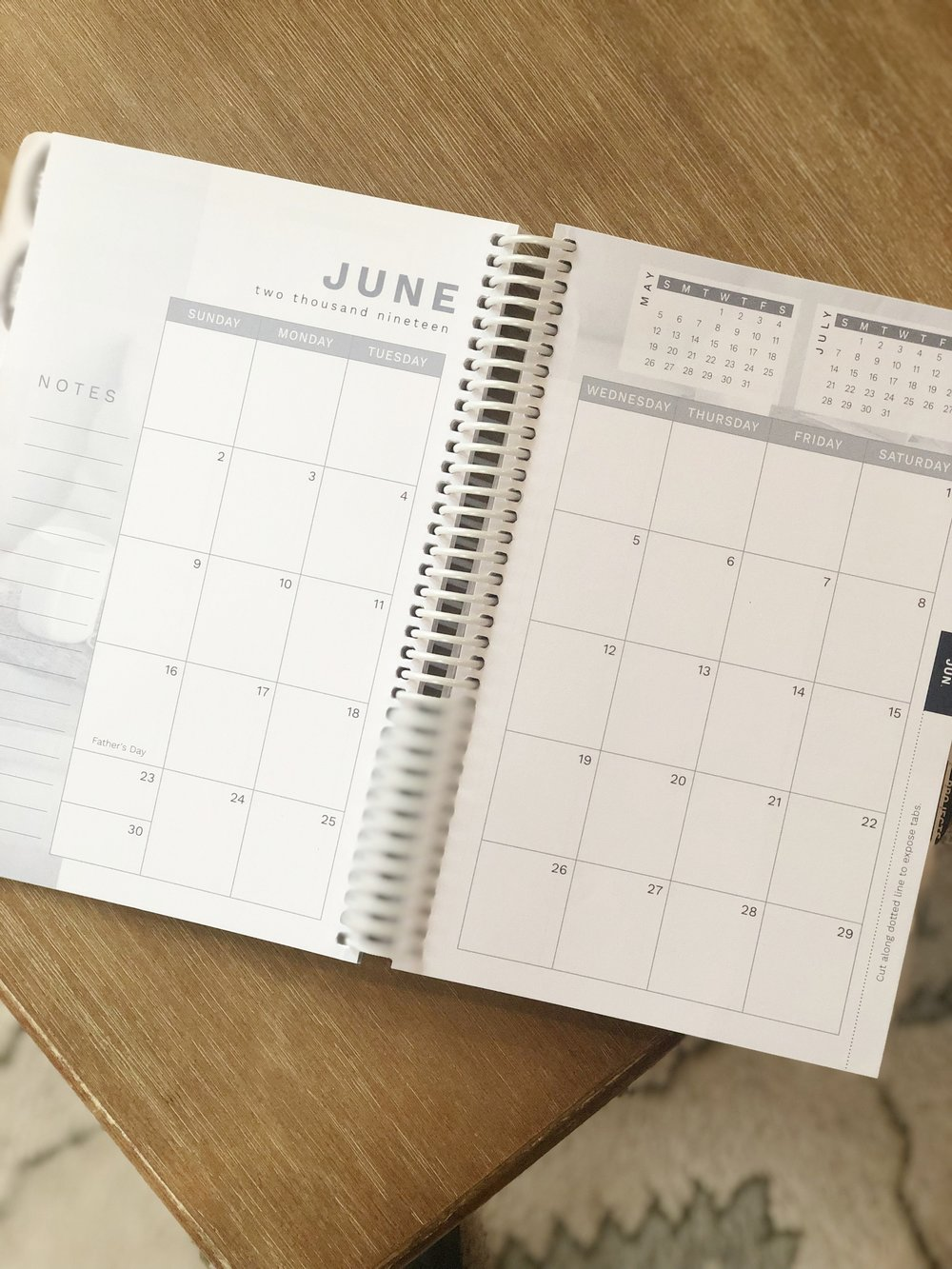 I LOVE a good planner, but it is hard to find one that fits my needs and is affordable! Meet the 2019 homemaker's friend Daily Planner....a great planner to fit even the tightest budget!