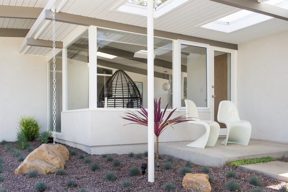 Outside the master bedroom, another patio, just right for two Panton chairs.