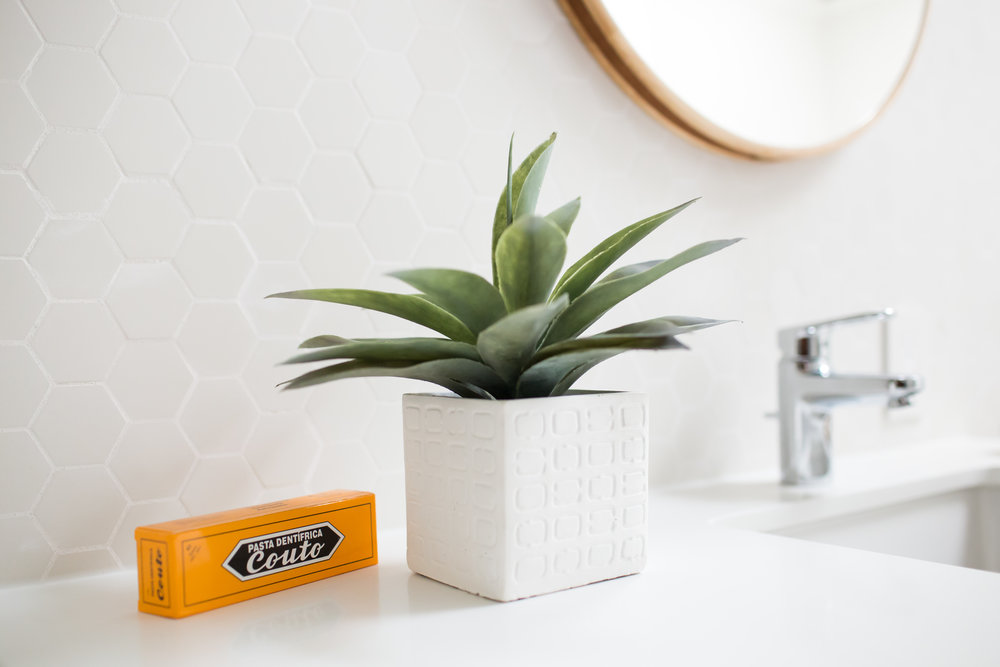 Not ones to leave out key details, we couldn't resist the awesome orange graphics of this toothpaste box.
