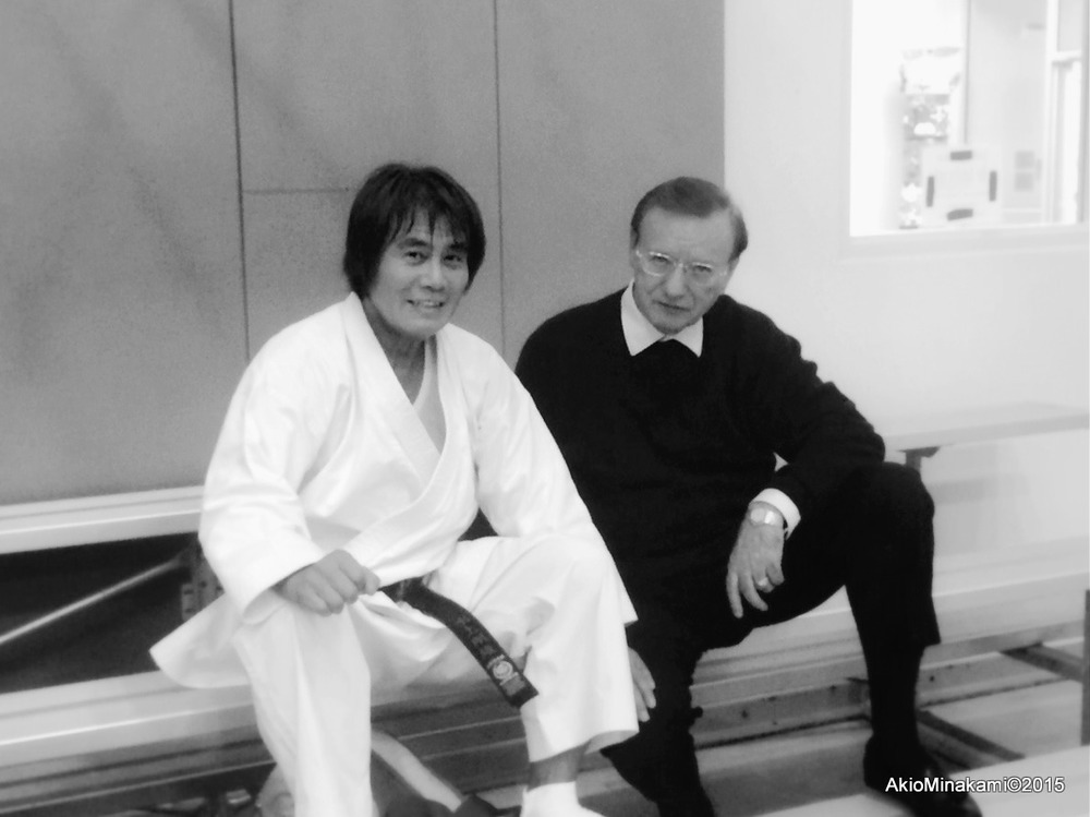 Taking time to talk to Hanshi Thiry, I am glad of his support for the seminar - Akio Minakami
