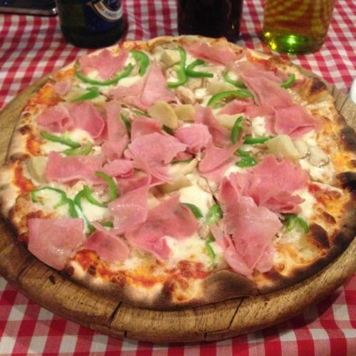la taverna lagos pizza.JPG