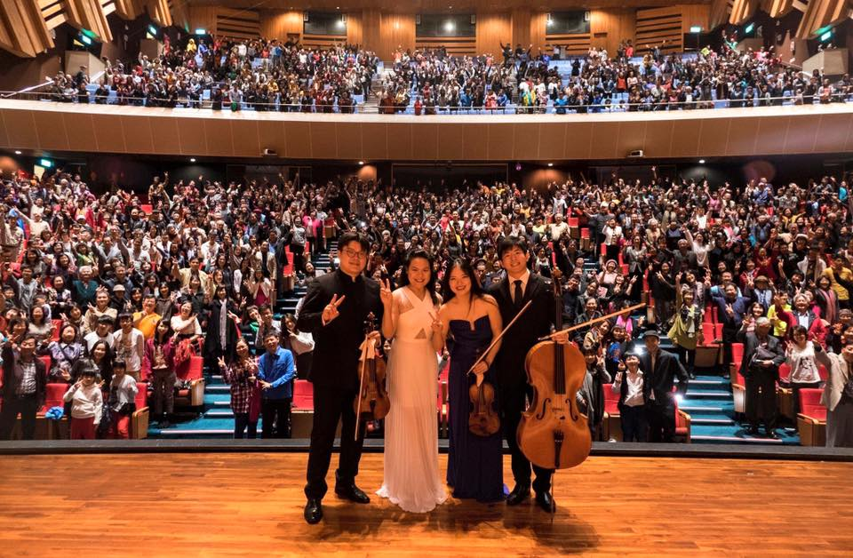 心呈則怡Piano Quartet takes a selfie with the audience in Taichung