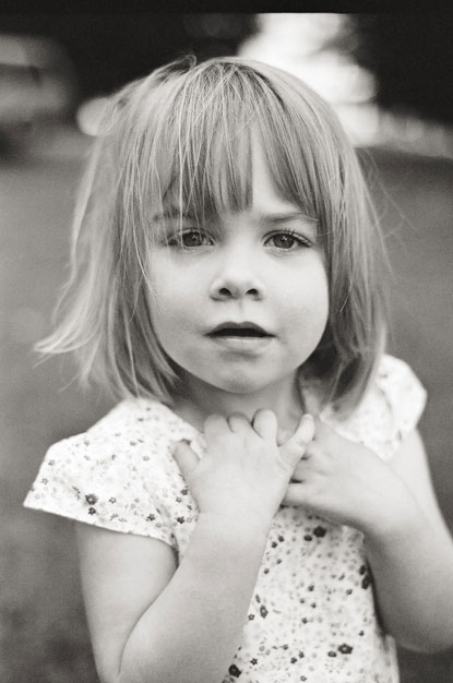 girl close-up portrait by Portland photographer Linnea Osterberg