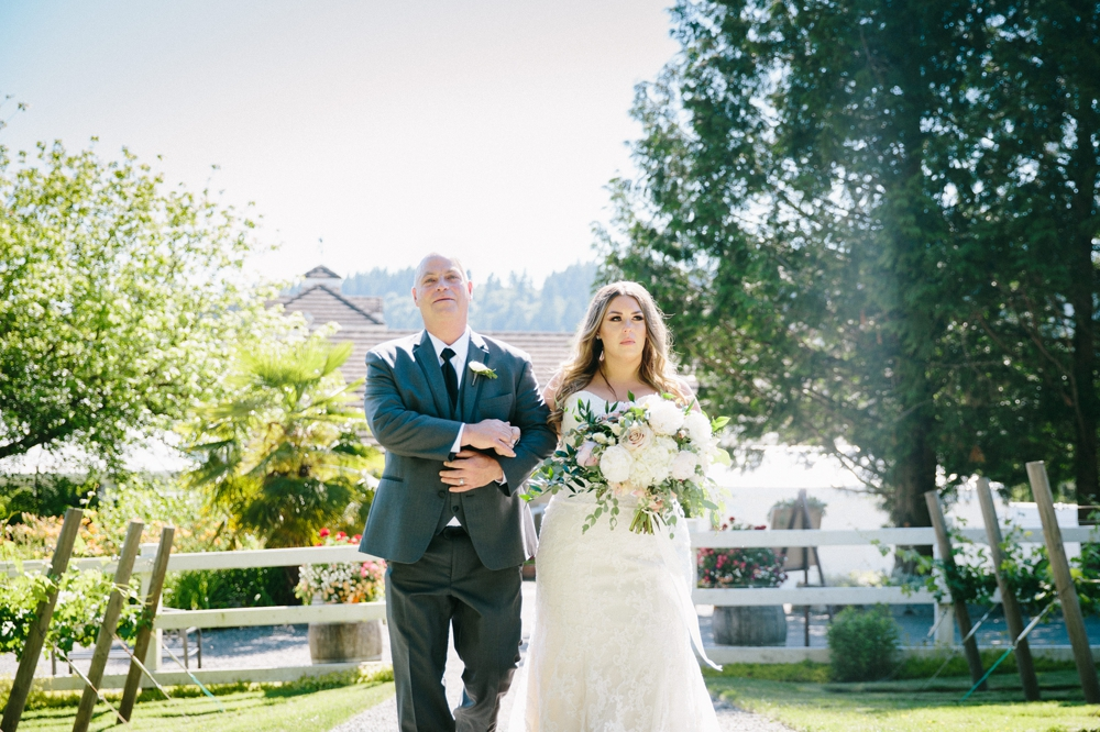 seattle_wedding_photographer_delille_cellars_woodinville 19.jpg