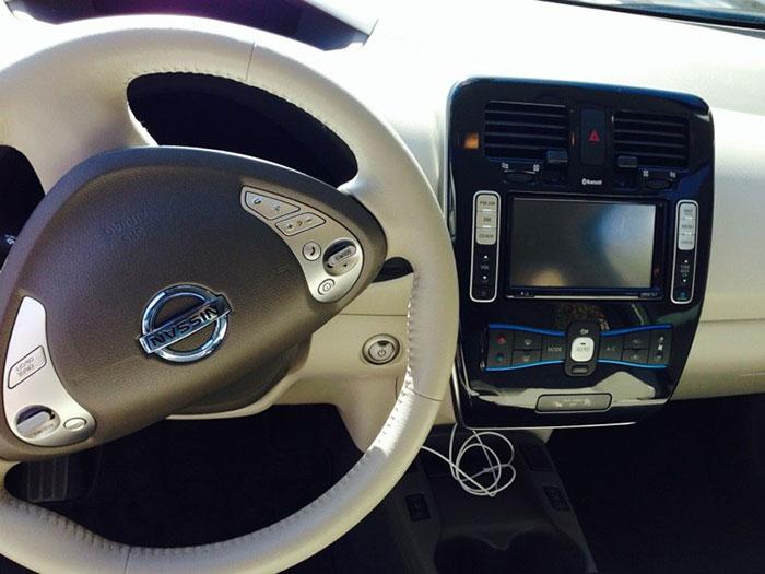 NissanLeafInside2.jpg