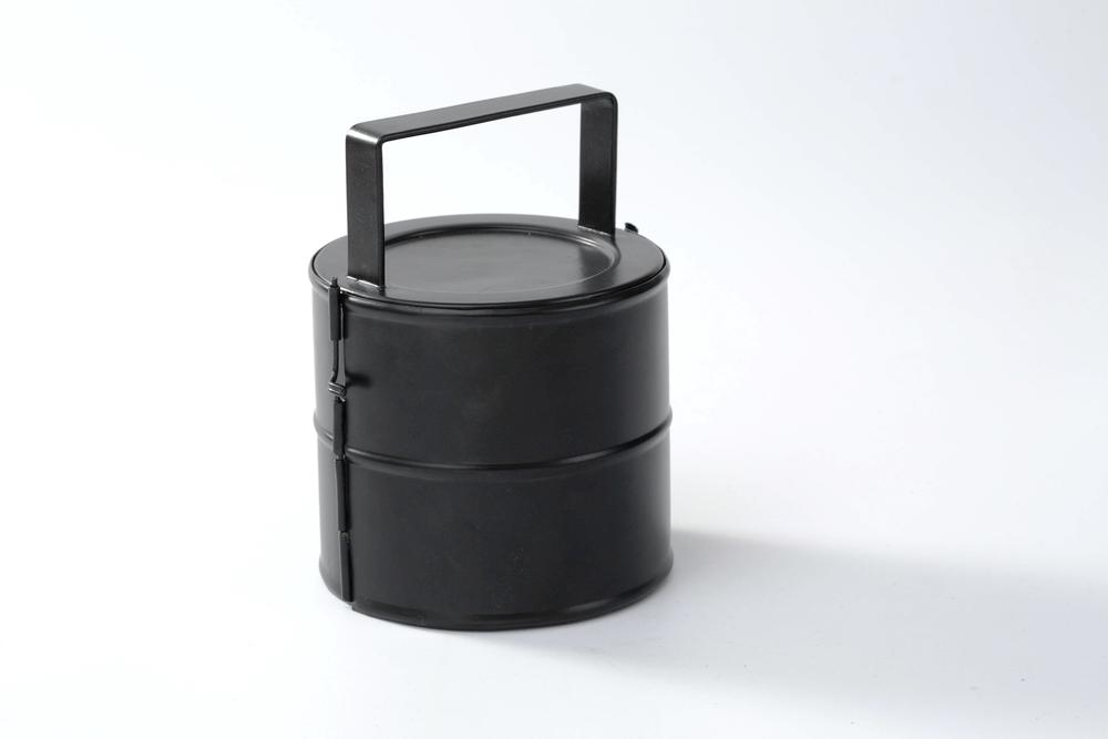 this case carries 50 CDs safely with aneasy drop latch to keep contents hot!