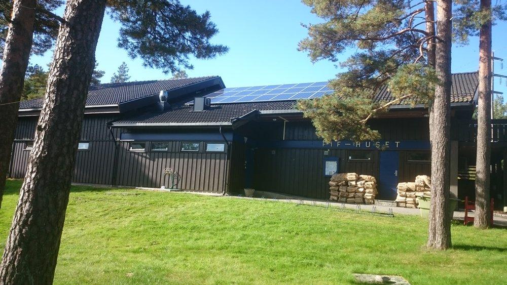 FIF-klubbhus med oppgraderte dusjer og eget solcelleanlegg takket være støtte fra FES