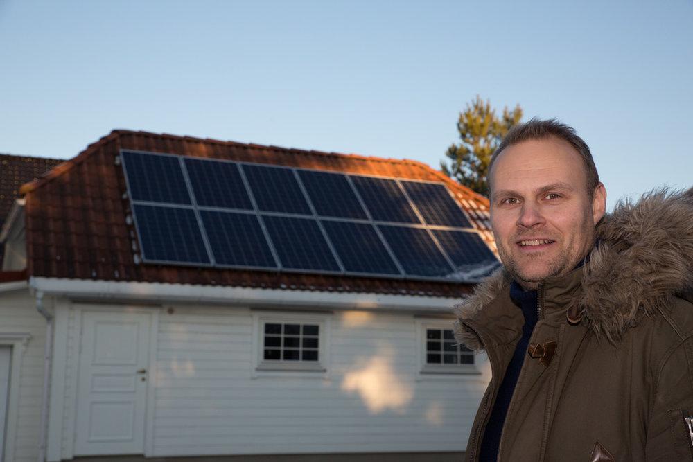 – Ønsker du solceller på taket, har vi kanskje Norges beste solcelletilbud, sier Inge Michael Bilet, markedssjef hos Fredrikstad EnergiSalg.
