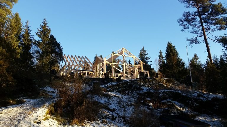 Den nye hytta er på vei til å bli bygget opp igjen. Bluzz-midlene skal benyttes til nytt inventar.