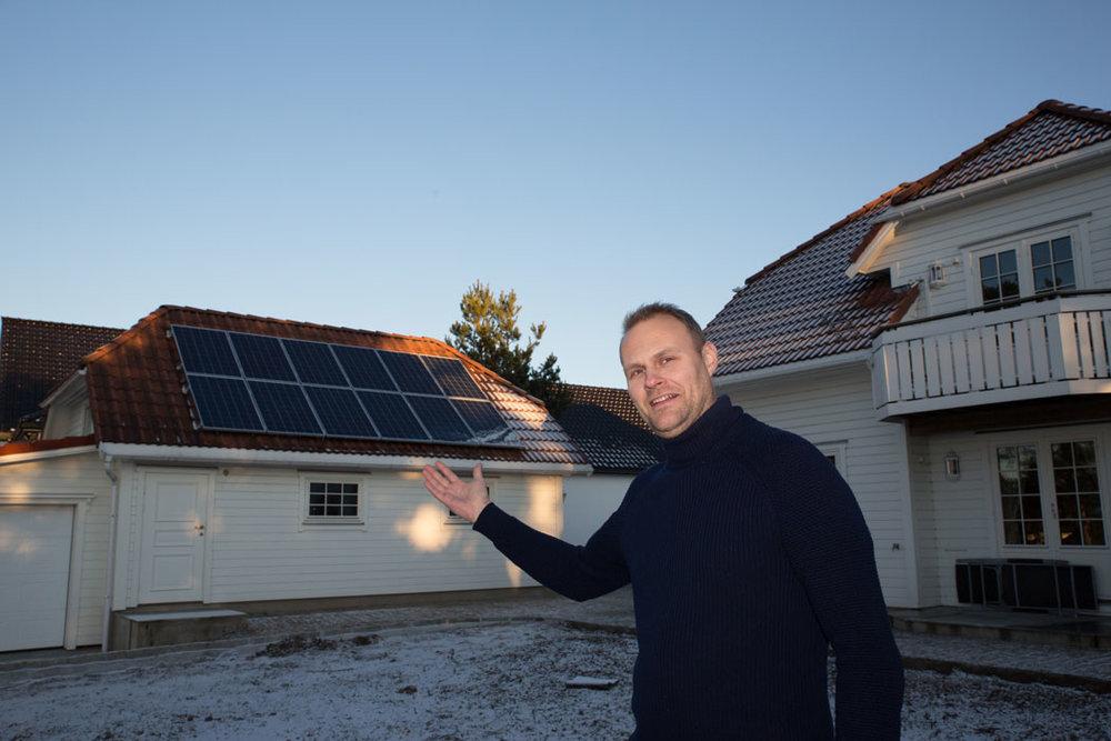 – Ønsker du solceller på taket kan det være lurt å slå til nå, sier markedssjef hos Fredrikstad EnergiSalg, Inge Michael Bilet.