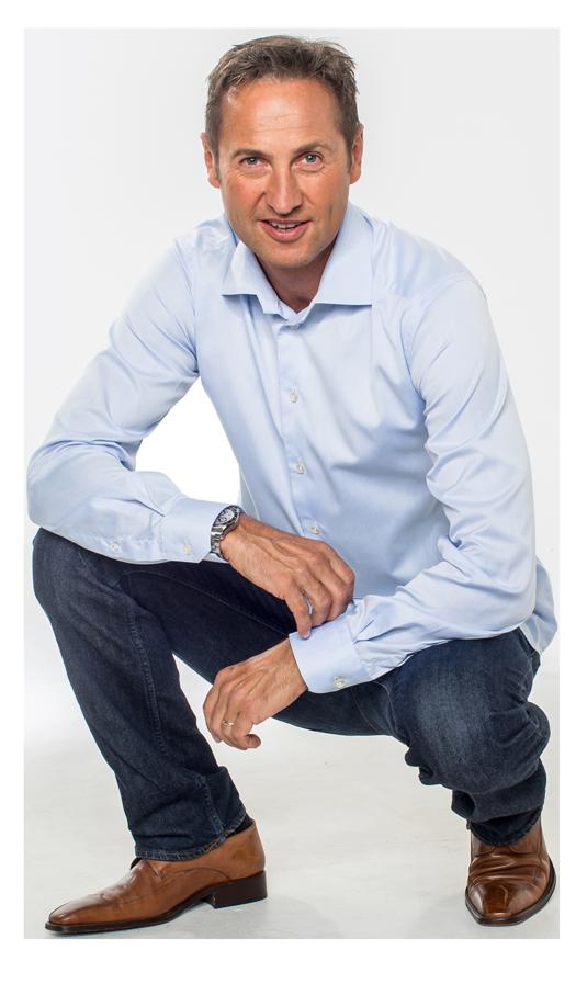 Vil krympe kundenes strømregninger:  Tommy K. Moen hos Fredrikstad EnergiSalg mener mange kan spare mye ved å bruke den nye appen til å endre kostbare strømvaner.