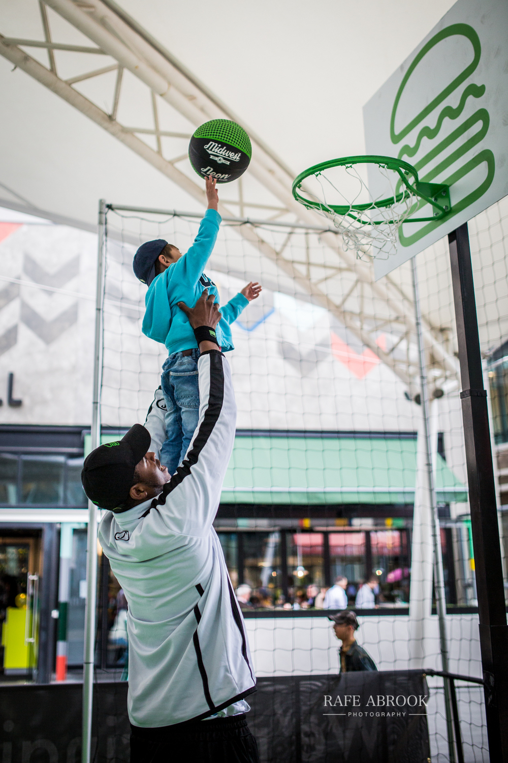 shake shack uk westfield stratford london experiential basketball-1197.jpg