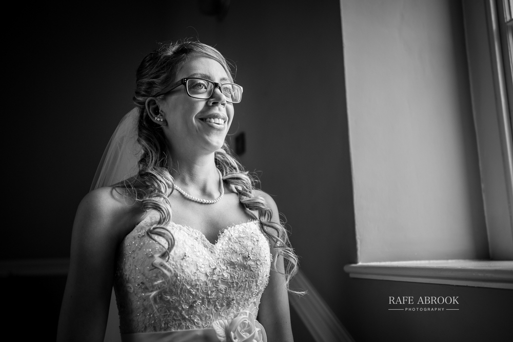 wedding photographer hertfordshire hitchin priory wedding-1030.jpg