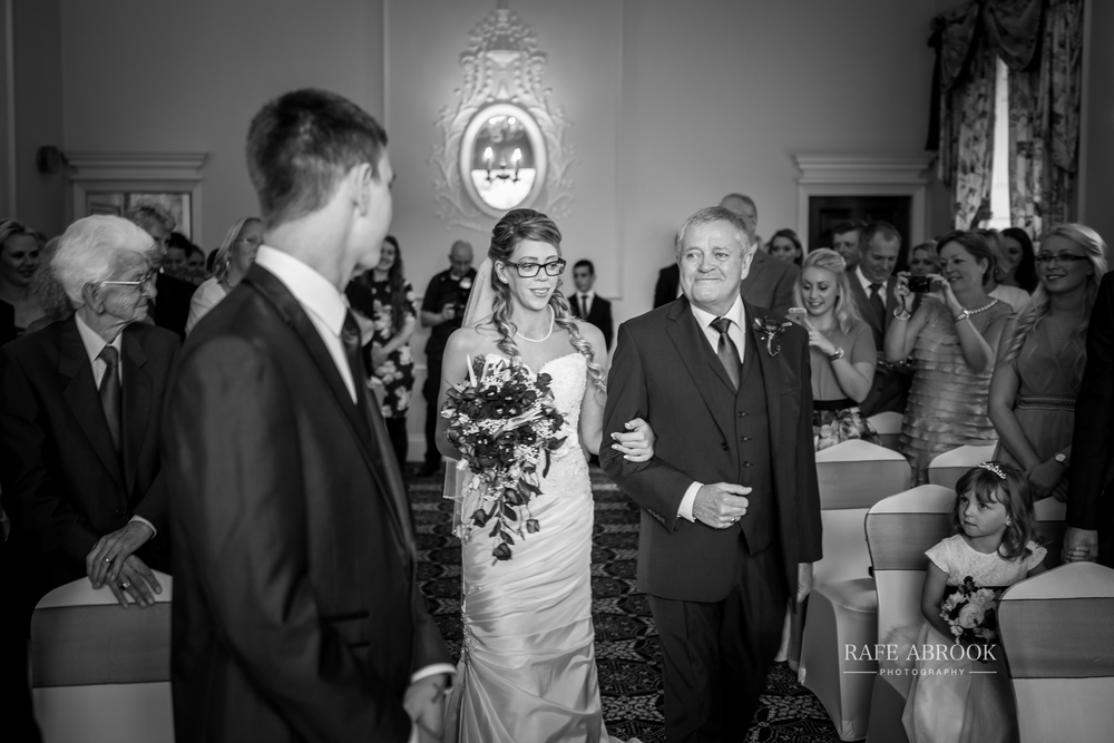 wedding photographer hertfordshire hitchin priory wedding-1036.jpg