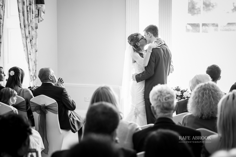 wedding photographer hertfordshire hitchin priory wedding-1047.jpg