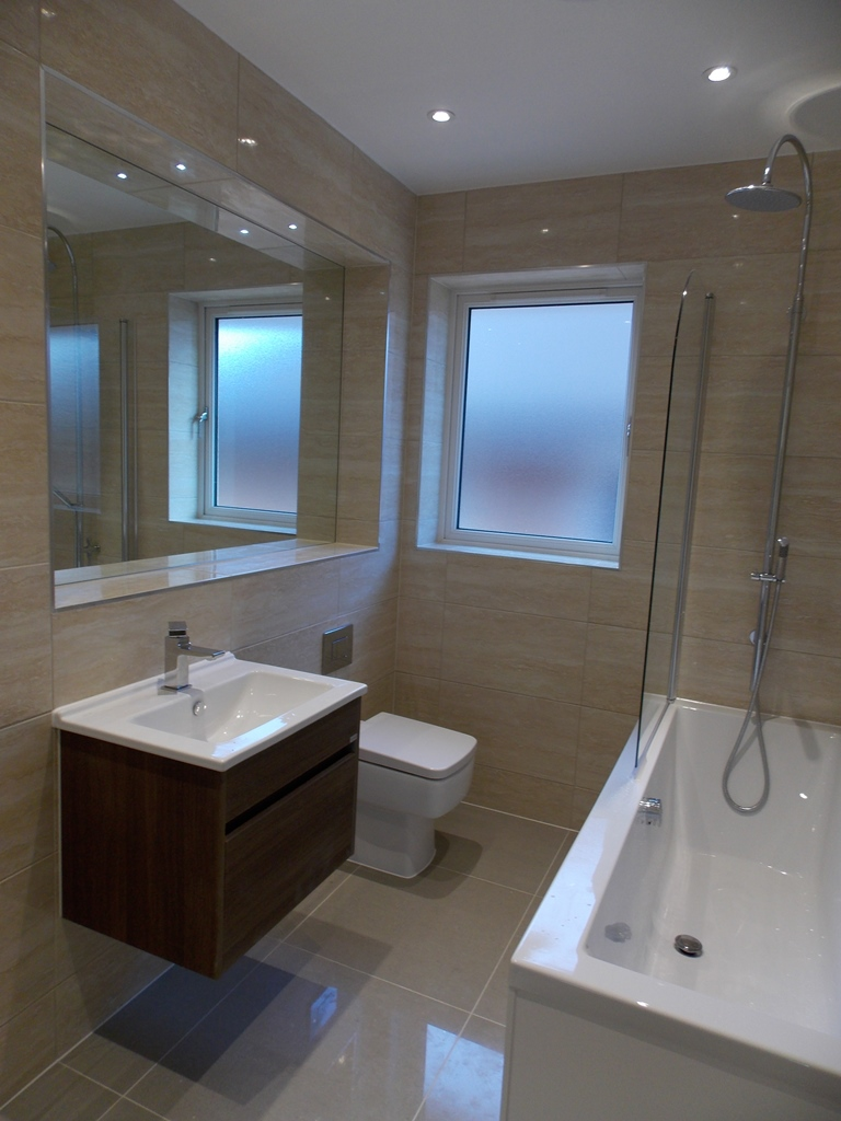 Plot 6 Bathroom.JPG