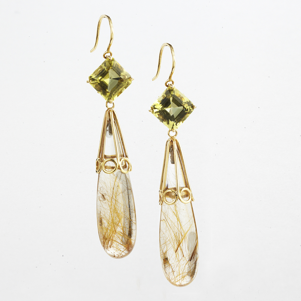 18 KARAT YELLOW GOLD, GOLDEN BERYL AND QUARTZ DROP EARRINGS