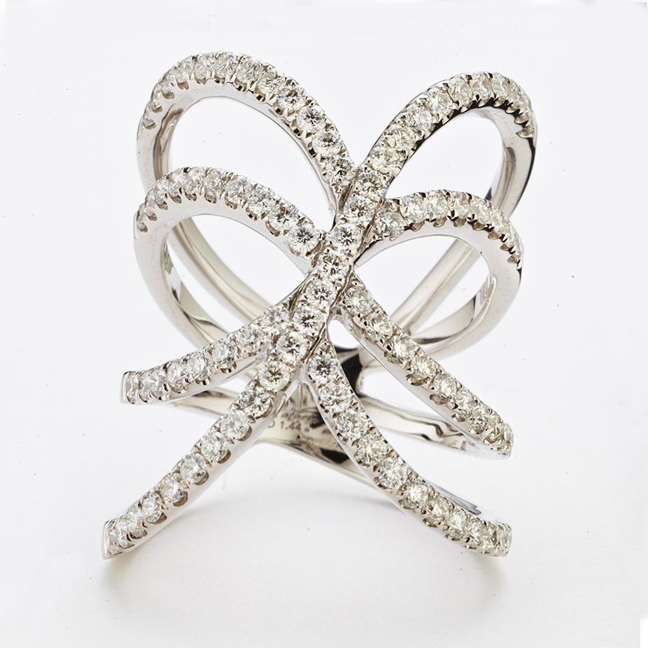 18 KARAT WHITE GOLD DIAMOND FASHION RING