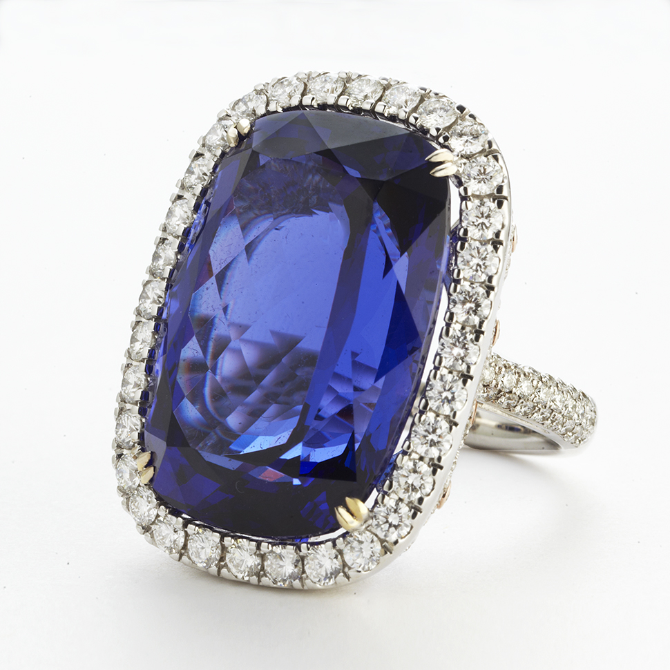18 KARAT WHITE GOLD, TANZANITE AND DIAMOND RING