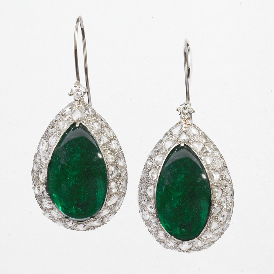 18 KARAT WHITE GOLD EMERALD AND DIAMOND EARRINGS