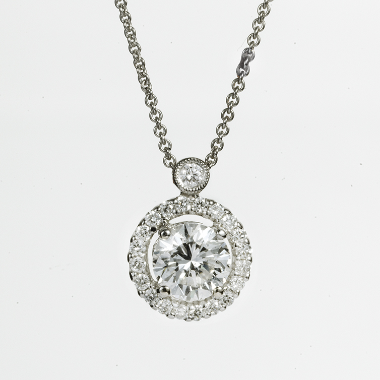 18 KARAT WHITE GOLD AND DIAMOND HALO PENDANT NECKLACE