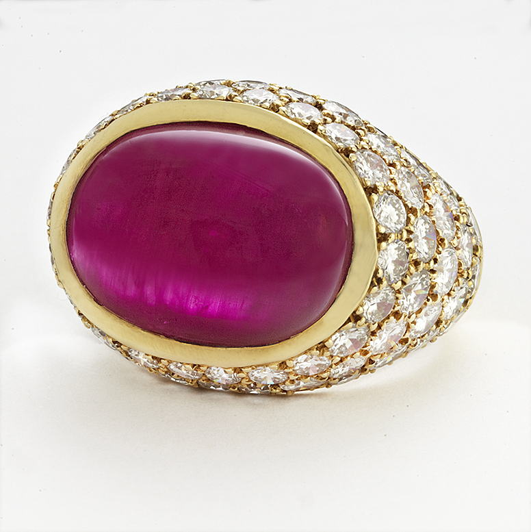 18 KARAT YELLOW GOLD, BURMA RUBY AND DIAMOND RING