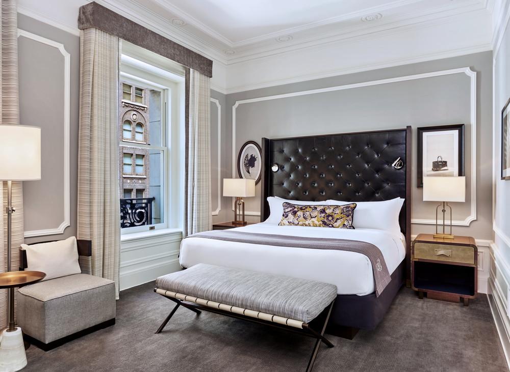 lux373gr-179284-Deluxe Suite Bedroom.jpg