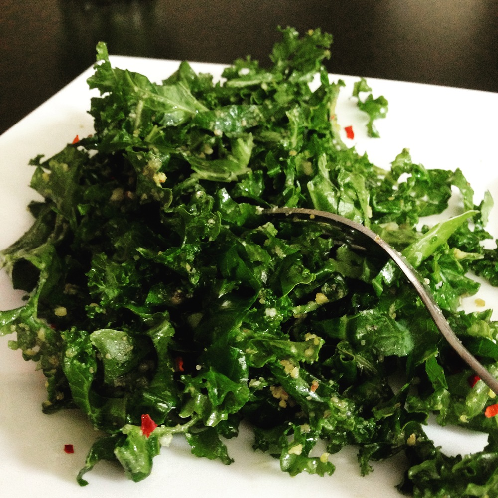 Mmm... this delicious 131 Main Kale Salad copycat has been upgraded to vegan and gluten free without losing any of the flavor that you crave! Yay!