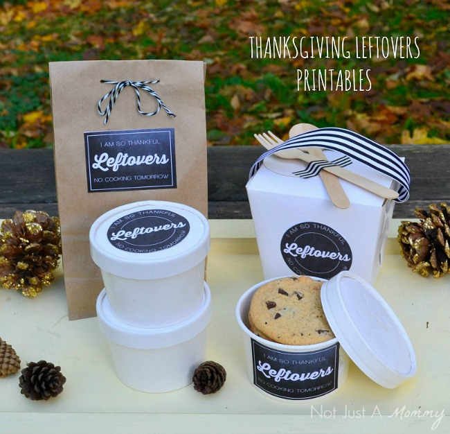 Thanksgiving in a jar and free printables that turn your leftovers into cute takeaways for guests. Uhh, yes please!