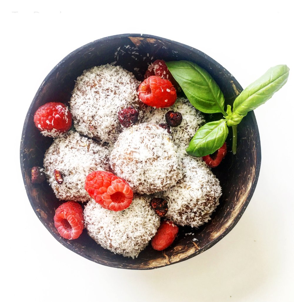 """Coming together with a handful of ingredients, this Christmas-y bite of Oz is just """"Too easy, mate.""""  #vegan #raw #aussiechristmas #lamington #healthy"""