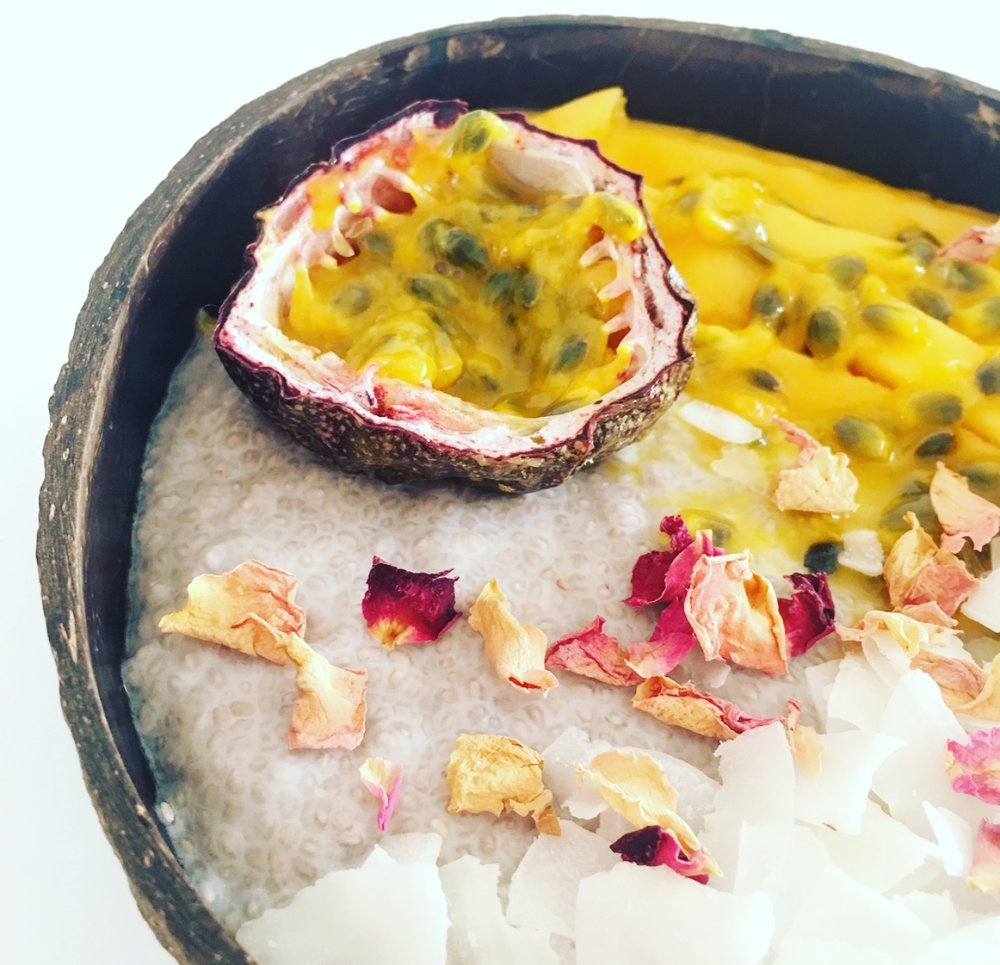 Make this super simple, #raw #vegan chia glow bowl and glow from the inside out.
