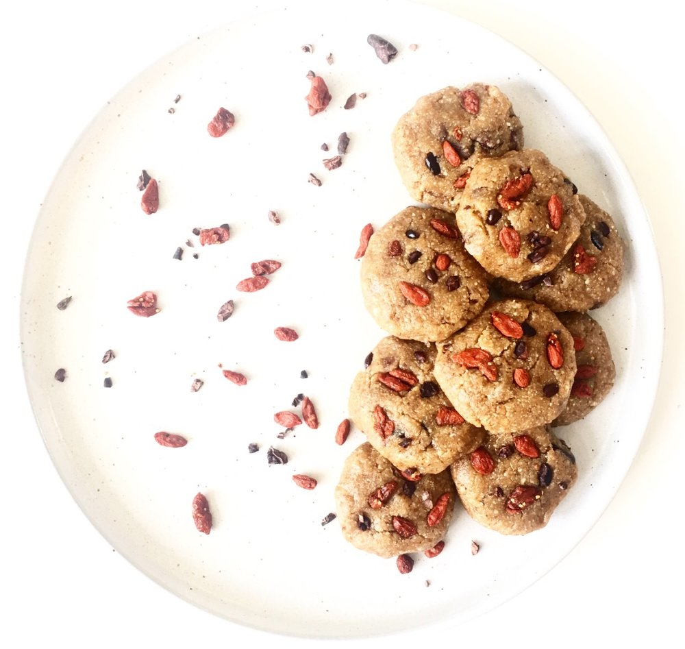 """Be Happy"" raw cacao nib and goji cookies because sometimes you need a cookie and it's too hot for the oven. Raw, vegan, gluten free and super tasty, you'll love these easy, ooey gooey treats xx PBandjulie.com"
