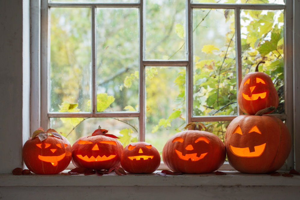 HalloweenDecoratingWhileSelling