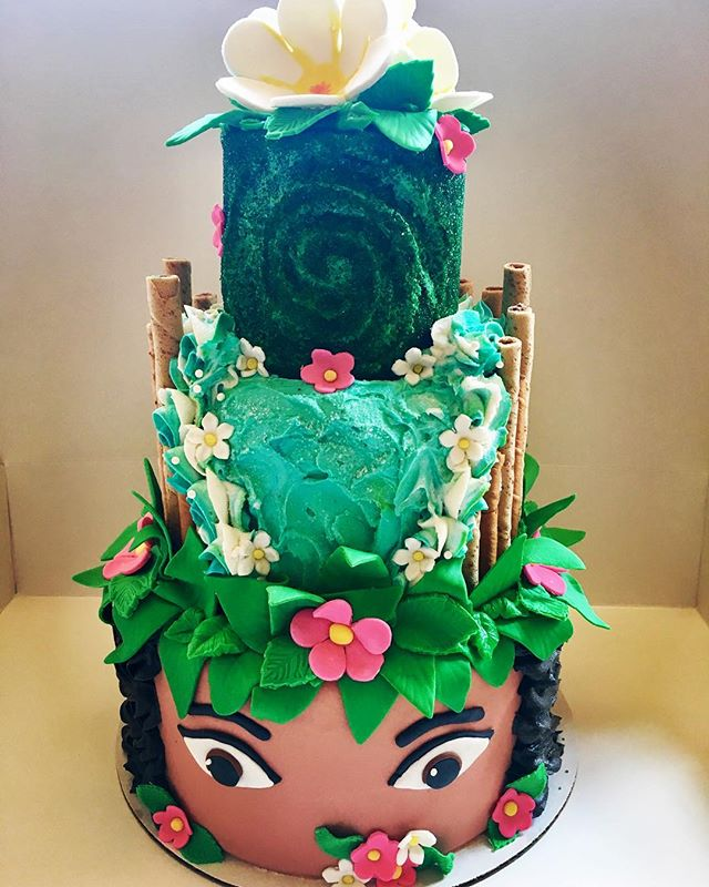 Absolutely GORGEOUS #Moana cake by @cakesmithbaking for our Hawaiian Luau themed Moana Tea Party with @princesspartypals this evening! Can you even stand it!? 🌴🍰🌺 #madhatteranoka #themadhatter #hawaii #luauparty #teaparty