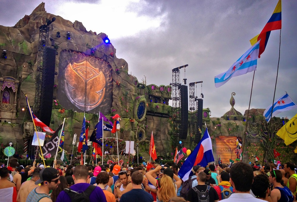 TomorrowWorld-2014-cazzett-fashionado