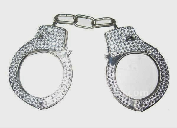 prison-break-hand-cuffs-fashionado