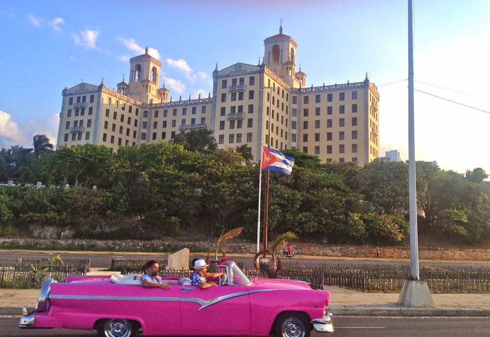 classic-cars-cuba-hotel-nacional-fashionado