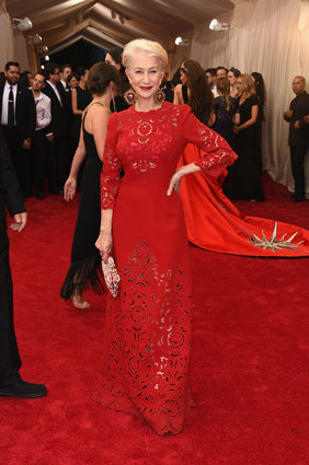 Helen Miren in Dolce & Gabbana. She always looks regal & elegant. Love her!