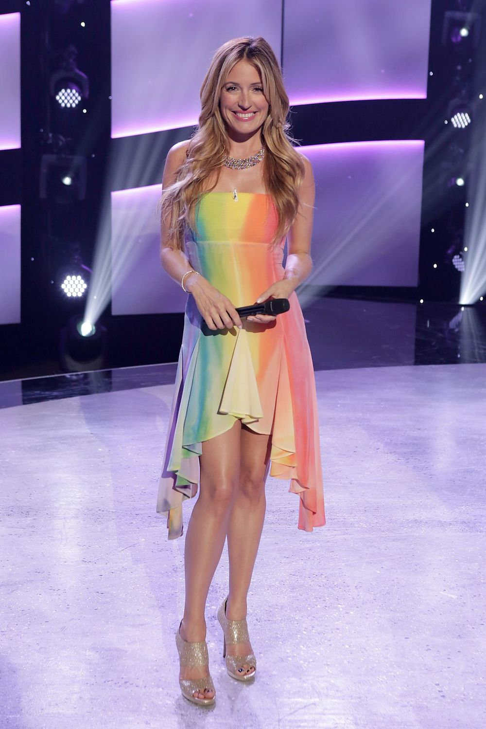 Cat Deeley    Dress: Matthew Williamson   Shoes: Jimmy Choo   Jewelry: XIV Karats