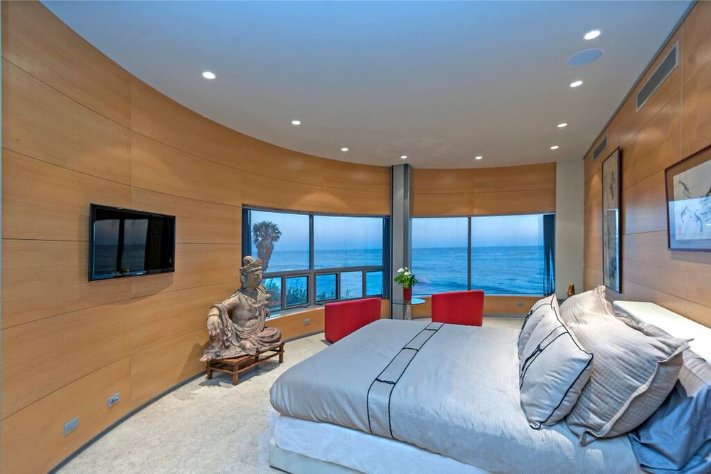 Malibu's Art Beach Home