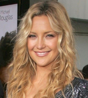 kate hudson beach waves fashionado