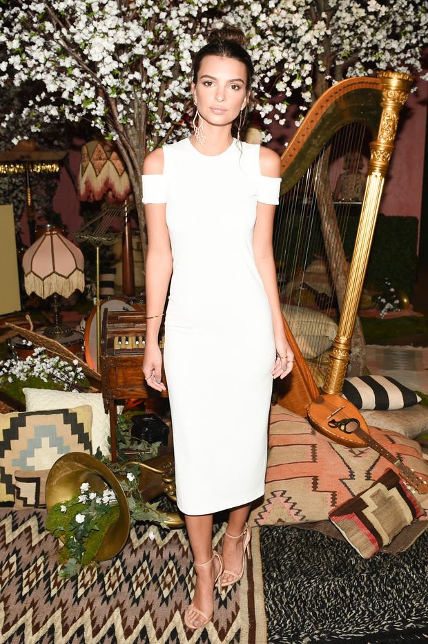 Emily Ratajkowski in alice + olivia dress