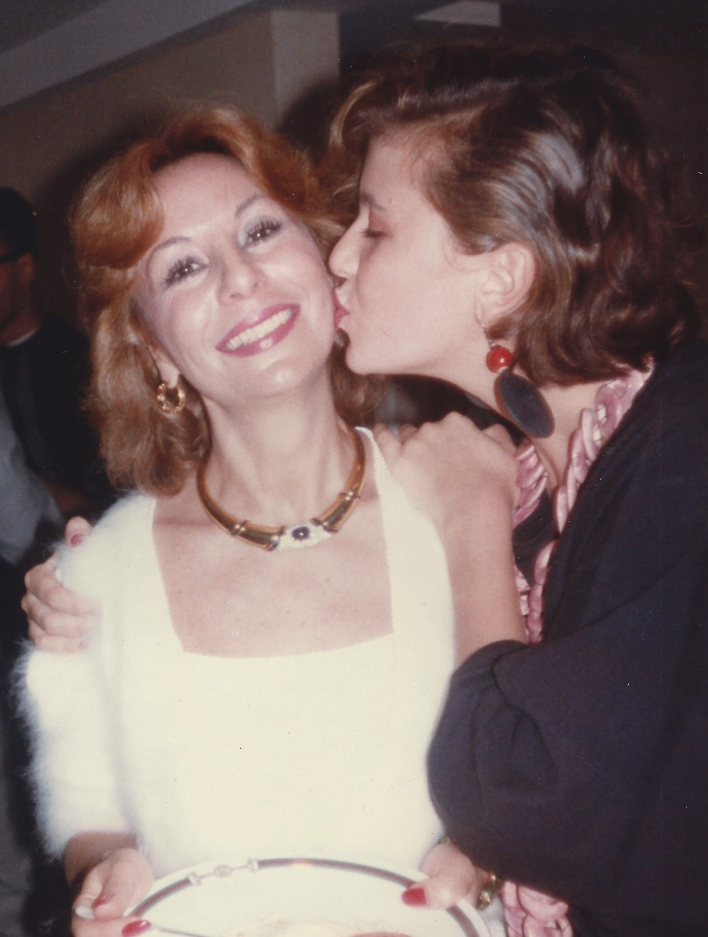 Wishing my mother a happy birthday at my New York apartment, 1983 (Patricia Gucci)