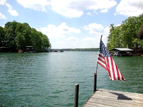 You'll find Lake Hartwell about two hours from metro Atlanta on the Georgia-South Carolina border.