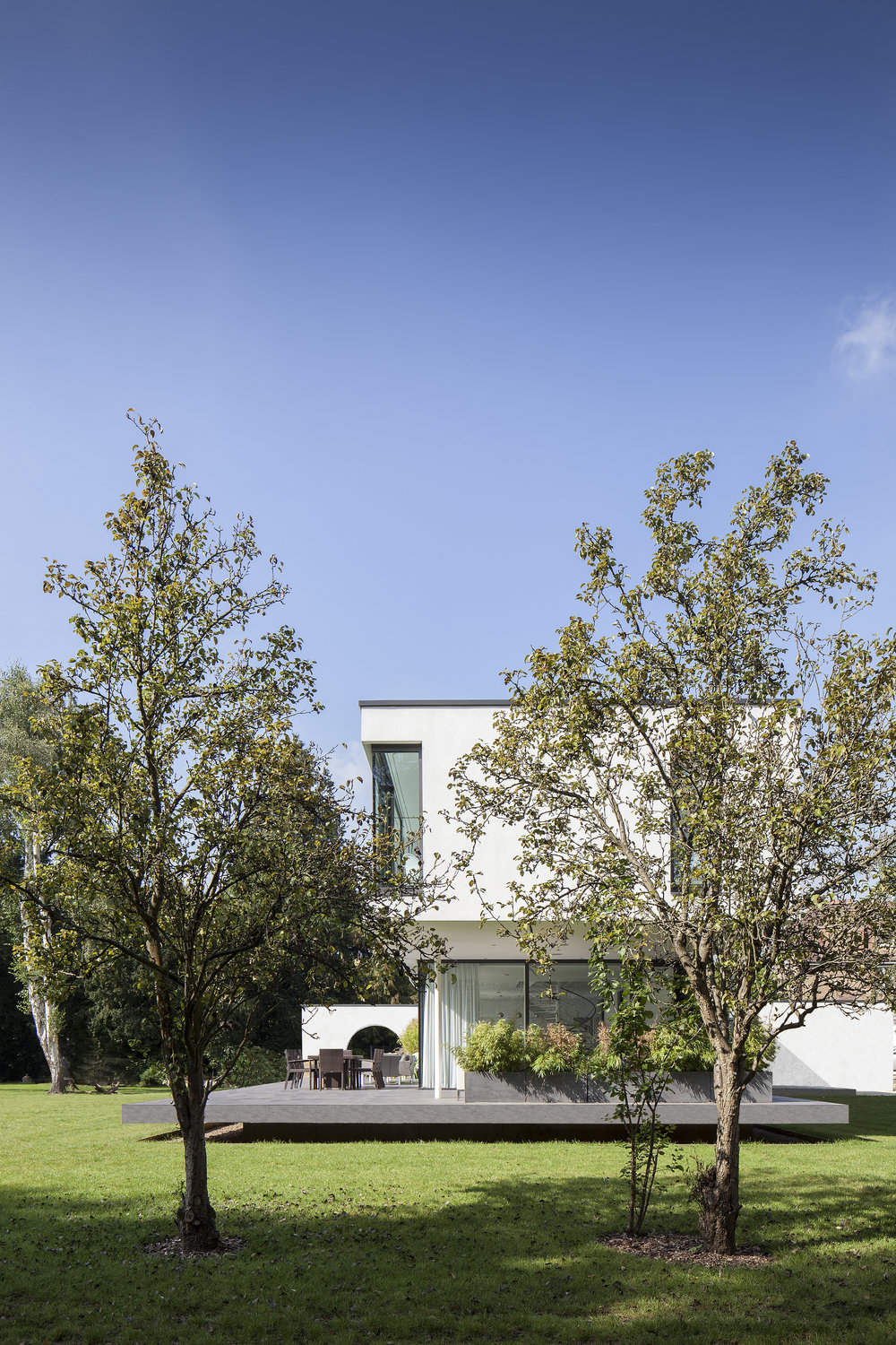 Modern Contemporary Architect Esher Surrey House White Render Pilotis Pavilion