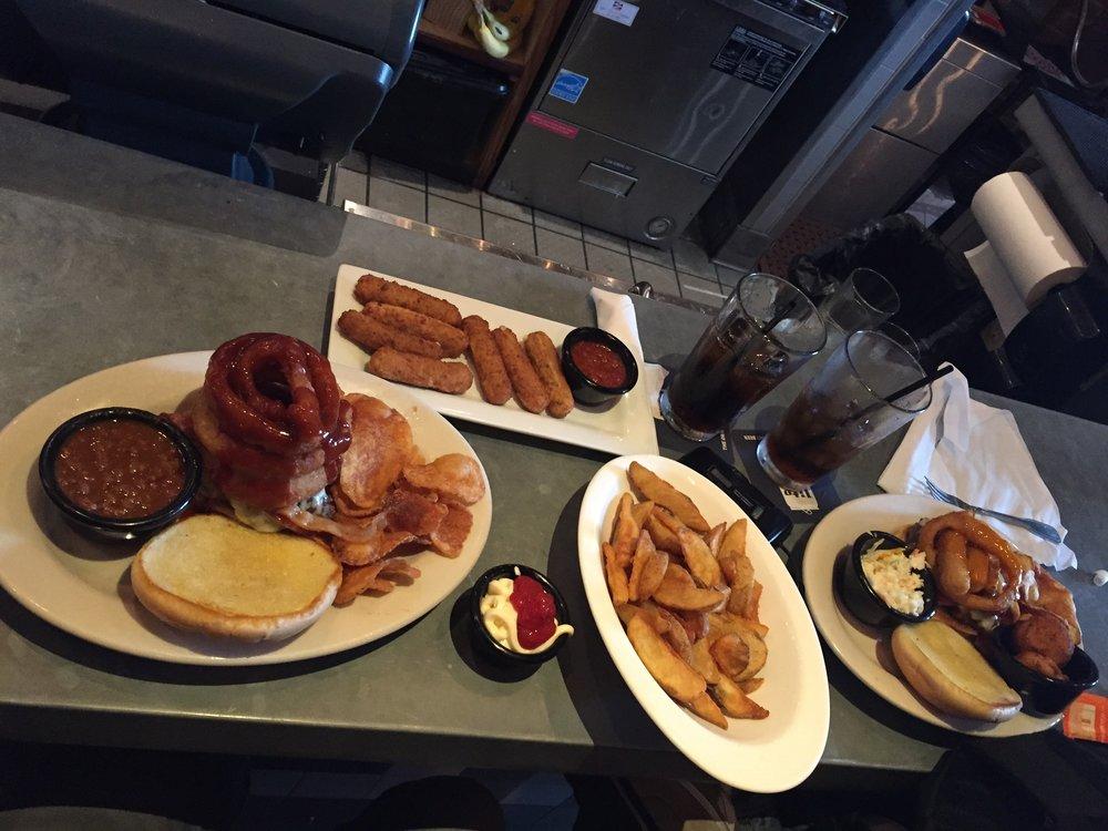 Ahí están las hamburgesas con las que le pagué a Dambro por sus servicios. @ Boston Burger CO.