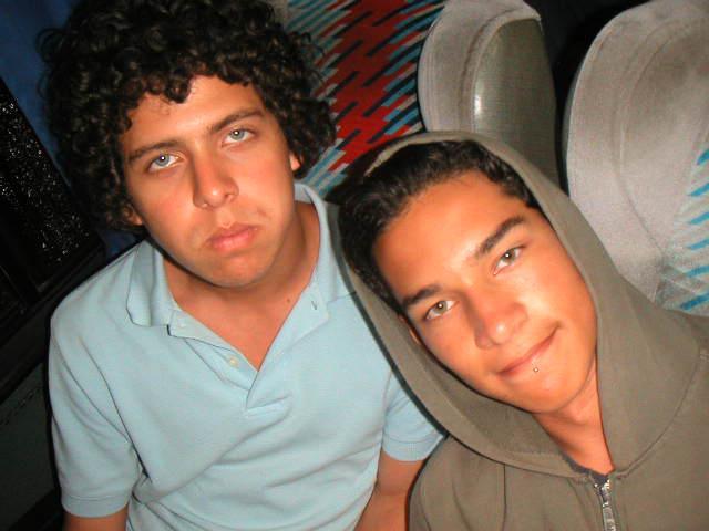 Sebas ha sido uno de mis mejores amigos desde que teníamos 14 años. Aquí nos pueden ver total y completamente pubertos.