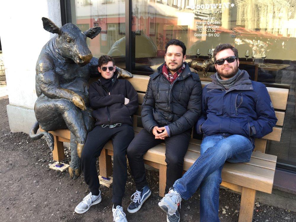 Pablito y yo en nuestro viaje a Estonia. A la izquierda está Eli que es más gringo que el tío Sam pero con corazón latino.